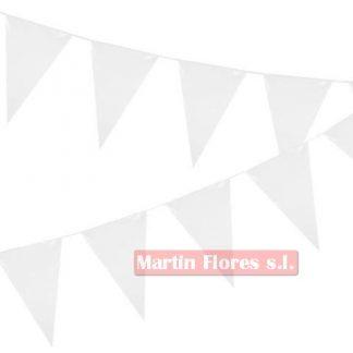 Banderín triángulos blancos